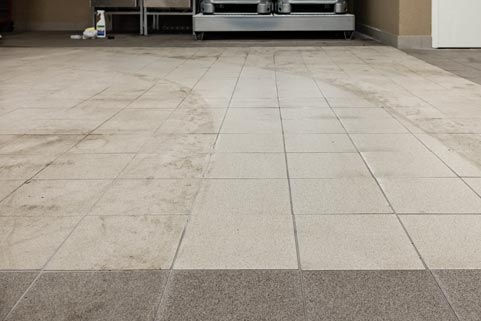 Porcelain stoneware after cleaning with MelaminPlusPad